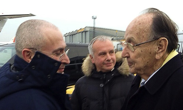 Mikhail Khodorkovsky is met by Hans-Dietrich Genscher at Berlin's Schonefeld airport